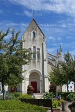 L'église de Saint Père en Retz est de style néo-gothique, sa construction a débuté en 1873 pour être bénie en 1878.